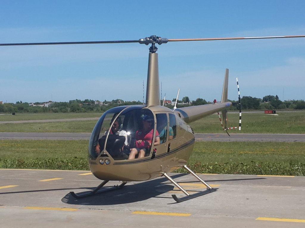 Вертолет Robinson 44 для трех пассажиров